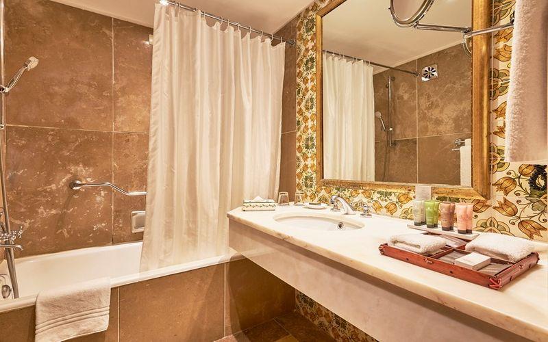 dona filipa hotel bathroom