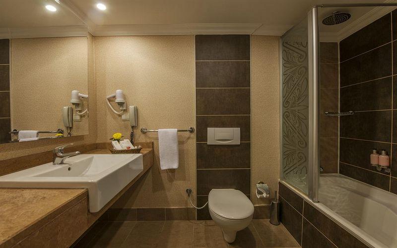 riu kaya hotel bathroom turkey