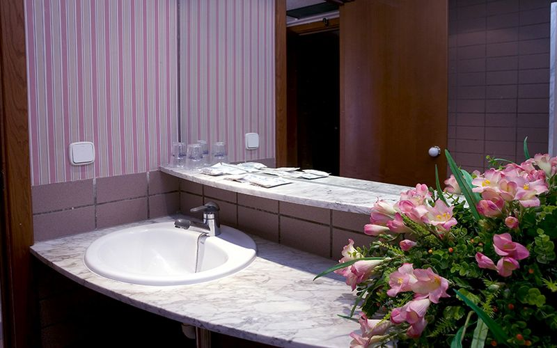 Hotel Rosamar bathroom