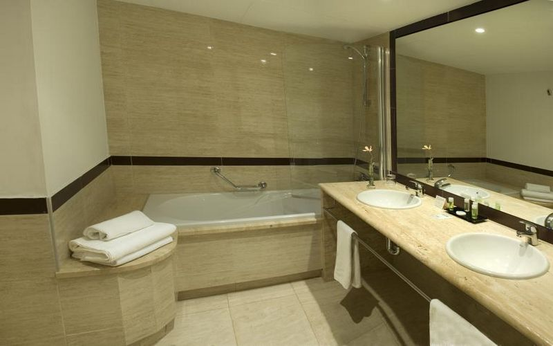 bonalba alicante golf hotel bathroom
